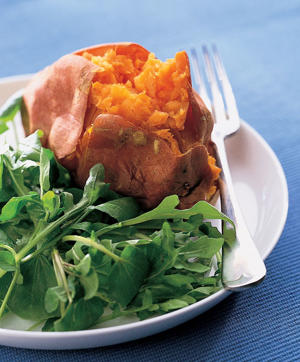 Photo: High-fiber sweet potato - A baked sweet potato served with arugula is a high-fiber dish that is nutritious, easy to prepare, and will help in the treatment of diverticulosis.