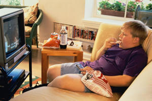 Photo: Control your child's eating - Children who snack on fatty foods, such as chips, and have a low level of activity are at risk of becoming overweight and developing diabetes.