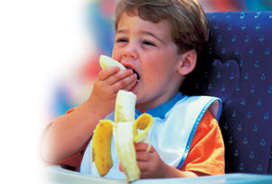 Photo: Essential nutrients - Always offer children fruit or raw vegetables as snacks to develop good habits from the start.
