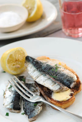 Photo: Sardines are good for rheumatoid arthritis - Containing high levels of calcium, iron, B vitamins, and omega-3 fatty acids, sardines on toast makes an easy and nutritious snack.