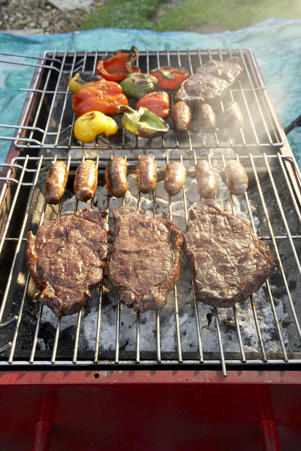 Photo: A good-sized grill makes it far easier to lay a generous multilevel fire; the different grilling zones then allow you to cook a variety of items that need different cooking temperatures.