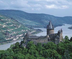 Photo: Burg Stahleck with the village of Lorch and its vineyards, Rheingau