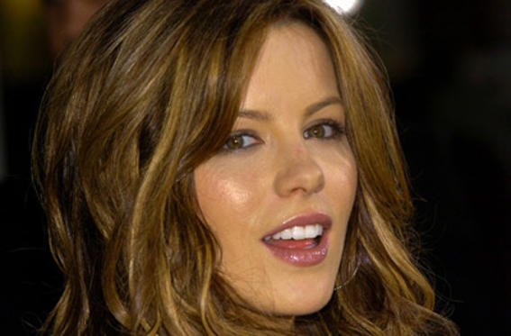 "Slide 1 of 107: <a href=/celebs/celeb.aspx?c=201168 Arg=""201168"" type=""Msn.Entertain.Server.LinkableMoviePerson"" LinkType=""Page"">Kate Beckinsale</a> at the <a href=/movies/movie.aspx?m=544204 Arg=""544204"" type=""Msn.Entertain.Server.LinkableMovie"" LinkType=""Page"">Van Helsing</a> premiere in Universal City on May 03, 2004"