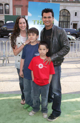 "Slide 1 of 48: <a href=/celebs/celeb.aspx?c=202232 Arg=""202232"" type=""Msn.Entertain.Server.WebControls.LinkableMoviePerson"" LinkType=""Page"">Adam Beach</a> (top right) and family"