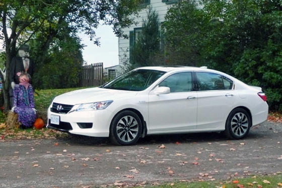 Slide 1 of 10: 2014 Honda Accord Hybrid
