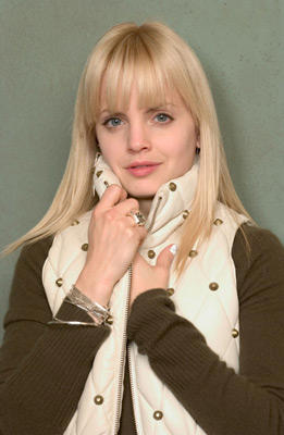 Slide 1 of 15: Mena Suvari