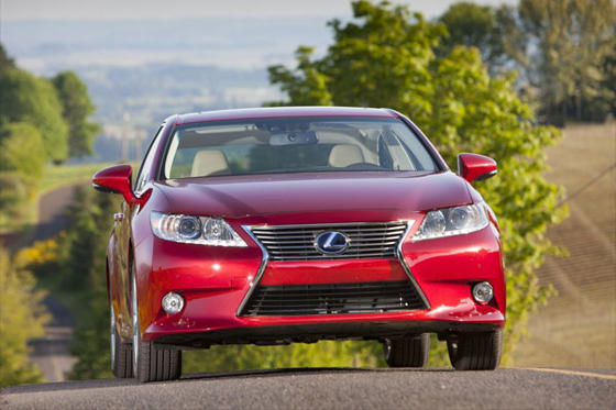 Slide 1 of 12: 2014 Lexus ES 300h