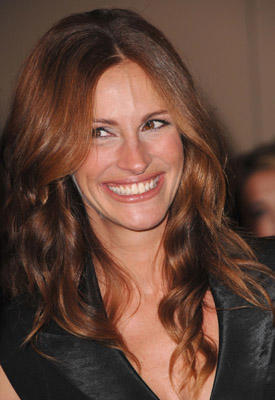 "Slide 1 of 108: Actress <a href=/celebs/celeb.aspx?c=167068 Arg=""167068"" type=""Msn.Entertain.Server.WebControls.LinkableMoviePerson"" LinkType=""Page"">Julia Roberts</a> arrives at The 22nd Annual American Cinematheque Award at the Beverly Hilton Hotel on October 12, 2007 in <a href=/tv/tvcontributor.aspx?TVContributor=10f059e9-0c1b-458b-9a29-016723b25dad Arg=""1"" type=""Msn.Entertain.Server.WebControls.LinkableTVContributor"" LinkType=""Page"">Beverly Hills</a>, California."