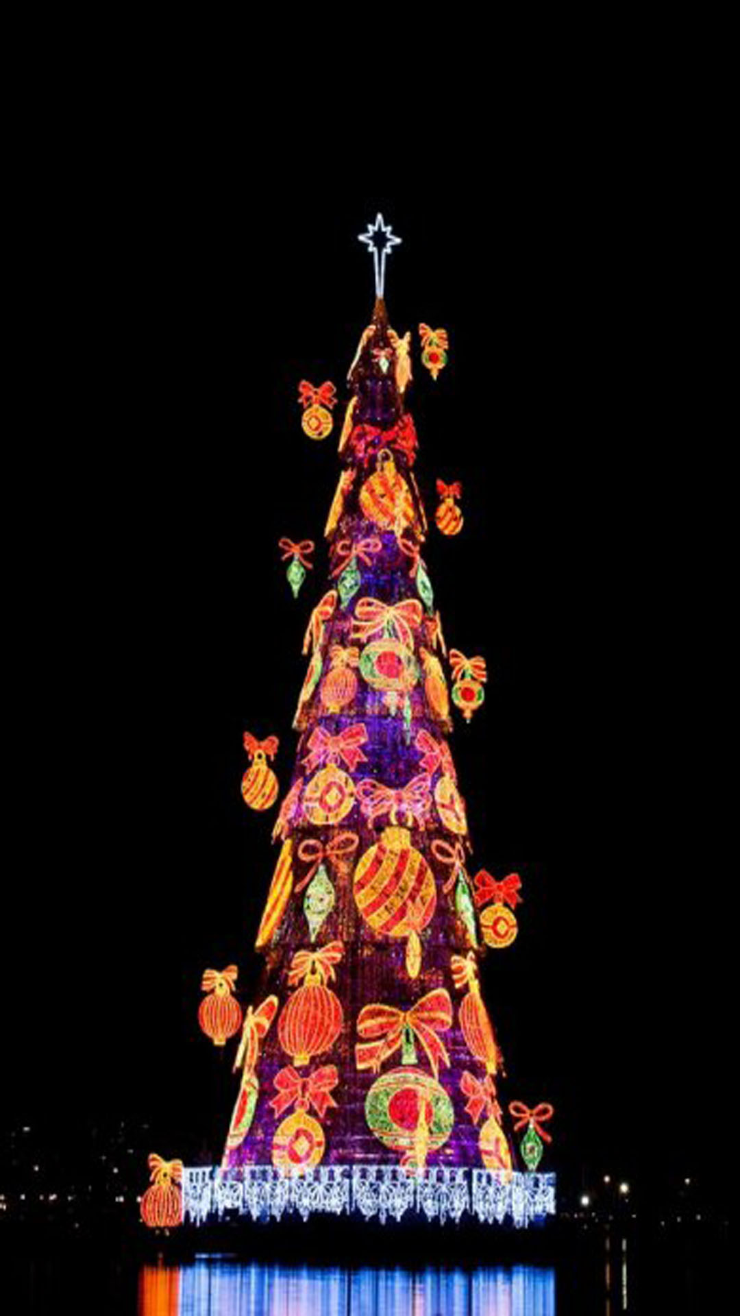 8 unusual christmas trees around the world for Unusual christmas trees
