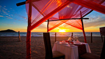Crowne PLaza Mazatlan romantic dinner