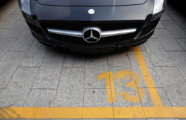 A new Mercedes-Benz car is seen at a parking lot outside a dealership in Beijing, in this July 18, 2012 file photo. German luxury carmaker Mercedes-Benz has been found guilty of manipulating prices for after-sales services in China, the official Xinhua news agency reported, citing regulators.