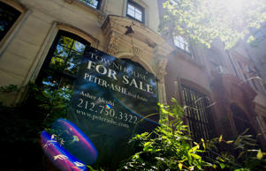 A Peter Ashe Real Estate 'For Sale' sign is displayed outside of a townhouse in New York on June 23, 2014. Americans snapped up previously owned homes in May in the biggest monthly sales gain in almost three years, a sign the residential real estate market is regaining its footing after a stumble early in the year.