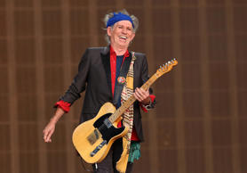 LONDON, ENGLAND - JULY 06:  Keith Richards of The Rolling Stones performs live o...