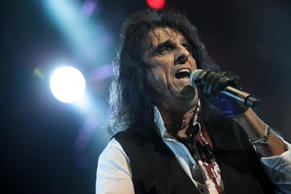 LONDON, UNITED KINGDOM - SEPTEMBER 16: Alice Cooper performs on stage during The Sunflower Jam at Royal Albert Hall on September 16, 2012 in London, United Kingdom. (Photo by Christie Goodwin/Redferns via Getty Images)