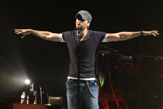 MIAMI, FL - SEPTEMBER 01: Enrique Iglesias performs at AmericanAirlines Arena on September 1, 2012 in Miami, Florida. (Photo by John Parra/WireImage)