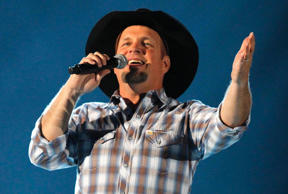 Country music star Garth Brooks performs at the 48th ACM Awards in Las Vegas in this file photo taken April 7, 2013.