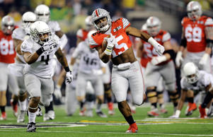 Ohio State's Ezekiel Elliott (15) runs for a touchdown during the first half of the NCAA college football playoff championship game against Oregon Monday, Jan. 12, 2015, in Arlington, Texas.