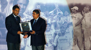 Indian cricket team captain Mahendra Dhoni (L) receives a trophy from N. Srinivasan, Secretary of Board of Control for Cricket in India (BCCI), during their annual award function in Mumbai February 18, 2009.