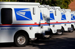 U.S. postal service trucks sit parked at the post office in Del Mar, California November 13, 2013.    Mike Blake/Reuters