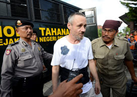 Antony de Malmanche (C) of New Zealand is escorted to Kerobokan prison from the prosecutors office in Denpasar, Bali on January 29, 2015.