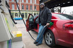 A man gets gasoline at a BP station in St. Louis, Missouri January 14, 2015, as gas prices dropped across the country over the last three months. Missouri became the first state in over five years to show an average statewide gas price under $2 per gallon. REUTERS/Kate Munsch (UNITED STATES - Tags: BUSINESS COMMODITIES ENERGY)