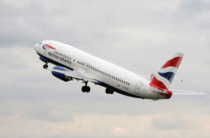 A British Airways passenger jet takes off from Manchester Airport in Manchester, northern England April 24, 2012. REUTERS/Phil Noble (BRITAIN - Tags: TRANSPORT BUSINESS)