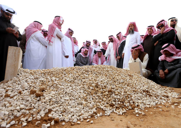 Mourners at the grave of Saudi Arabia's King Abdullah, in Riyadh, Saudi Arabia, January 23, 2015.