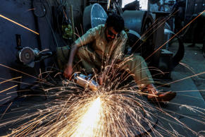 3) India's economy likely to grow 8% in next fiscal: Fitch Report