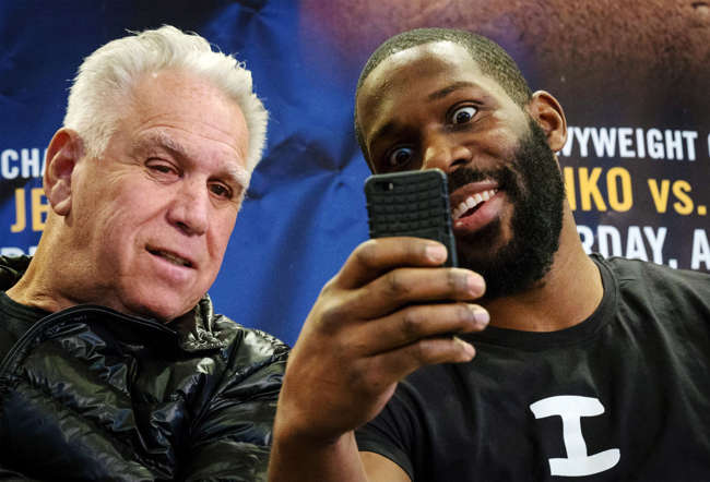 American challenger Bryant Jennings (R) poses for a selfie with promoter Gary Shaw during a news conference to announce his upcoming fight at Madison Square Garden in New York February 4, 2015. Heavyweight boxing champion Wladimir Klitschko and American challenger Bryant Jennings will meet April 25 for the title clash at Madison Square Garden.