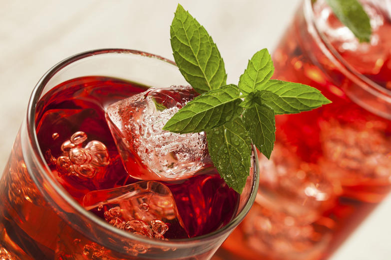 Cold Refreshing Berry Hibiscus Iced Tea with Mint
