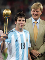 Argentina's Lionel Messi holds the trophy for the most valuable player of the tournament as Dutch Crown Prince Willem-Alexander (R) looks on after Argentina won the FIFA World Youth Championship final match against Nigeria at the Galgenwaard stadium in Utrecht, the Netherlands July 2, 2005. Argentine Lionel Messi converted two penalties to seal a 2-1 win over Nigeria on Saturday and clinched their fifth under-20 world title. REUTERS/Enrique