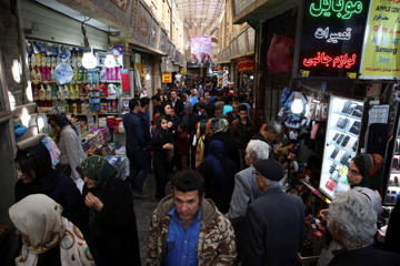 "<span style=""color:#333333;font-size:13px;line-height:18.5714px;background-color:#ebebe4;"">Iranians make their way in Tajrish bazaar northern Tehran.</span>"