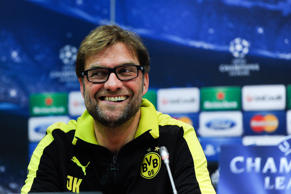 Jurgen Klopp talks to journalists