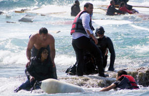 Migrants rescued after boat capsizes