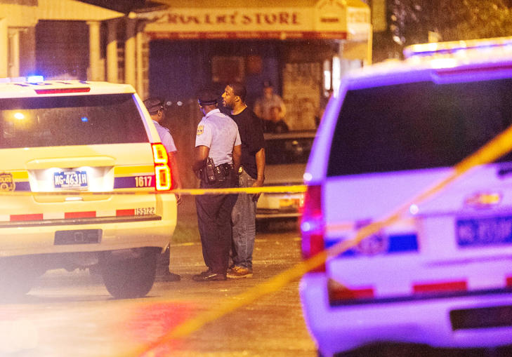 Police investigate the scene of a shooting along Ogden Street in Philadelphia, United States, June 20, 2015. A gunman armed with a shotgun opened fire on a block party in Philadelphia on Saturday, injuring seven people including three children, media reported.