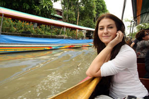 American actress Scout Taylor Compton visits the Taling Chan Floating Market during the Bangkok International Film Festival 2009 on Sept 26, 2009 in Bangkok, Thailand.