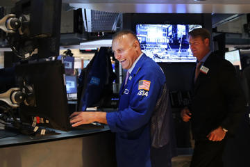 Traders work on the floor of the New York Stock Exchange (NYSE) on August 13, 2014 in New York City. Spencer Platt/Getty Images