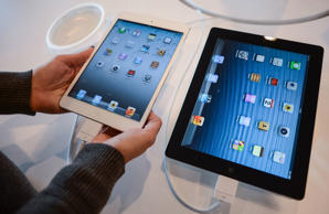 A Customer compares a new iPad mini, left, and an ipad at an Apple store in Rome on November 2, 2012. The iPad mini got off to a low-key start today with little of the hype-fuelled razzmatazz of earlier Apple launches, as analysts said the costly creation may have come too late to the 7-inch market.