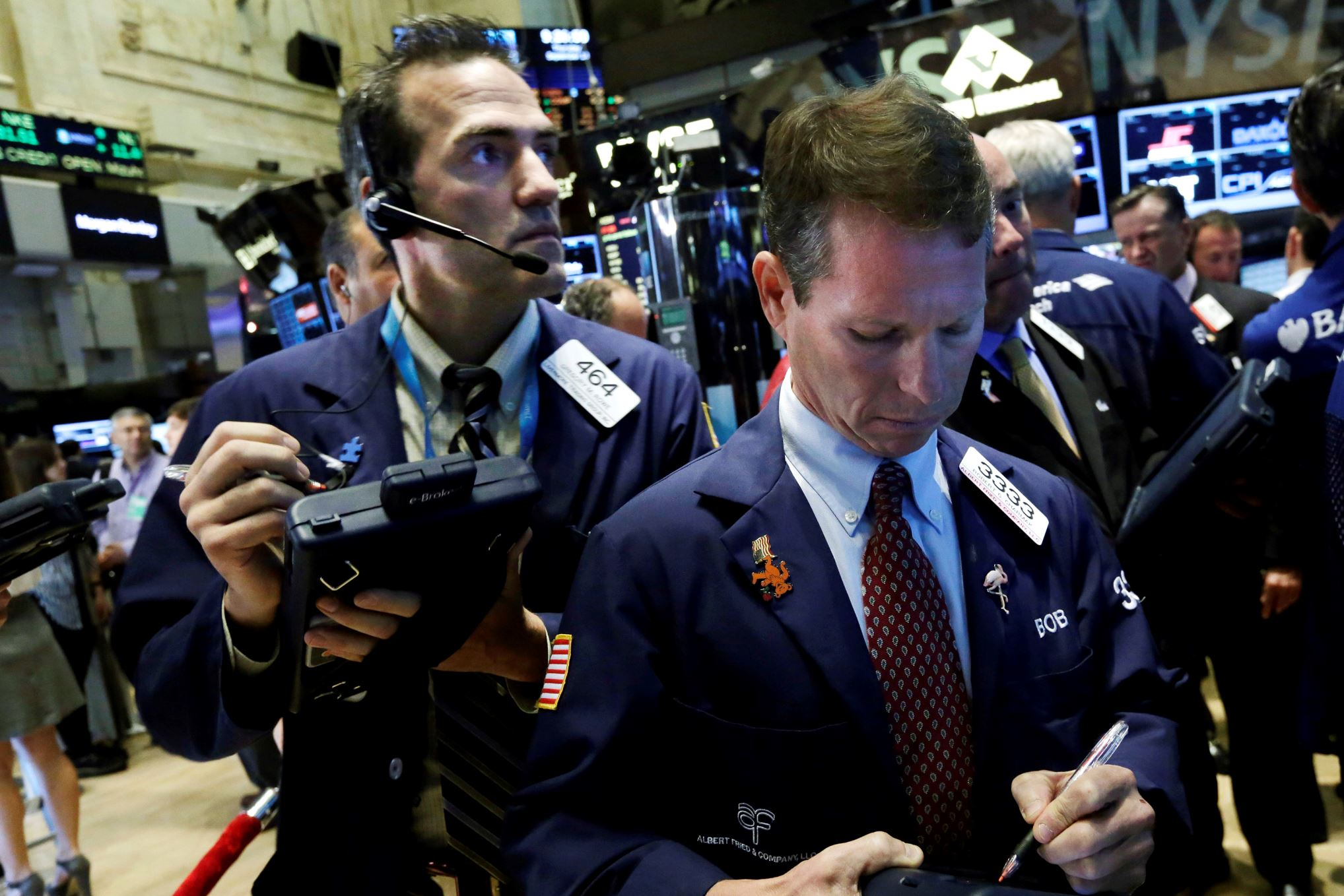 North American stock markets start the trading day higher, loonie edges lower