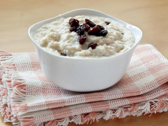 "This healthy, hearty breakfast food does more than just warm your belly. ""The complex carbohydrates in oatmeal stimulate the release of serotonin, the 'feel-good' hormone that helps reduce stress in your brain,"" says registered dietitian and Nutritious Life founder Keri Glassman. Plus, numerous studies have shown that oatmeal may reduce the risk for elevated blood pressure, type 2 diabetes, and weight gain."