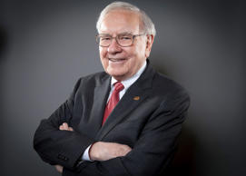 Warren Buffett, Chairman of the Board and CEO of Berkshire Hathaway, poses for a portrait in New York October 22, 2013. REUTERS/Carlo Allegri (UNITED STATES - Tags: BUSINESS) - RTX14KF4