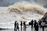 People watch powerful waves brought by typhoon 'Vongfong' at Shitang County.