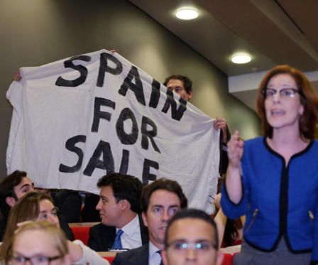 Diapositiva 1 de 6: 'Spain for sale'