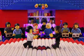 Adolescente recria famosas cenas do cinema com LEGO