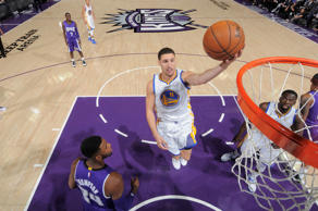 Thompson pontua para os Warriors diante dos Kings