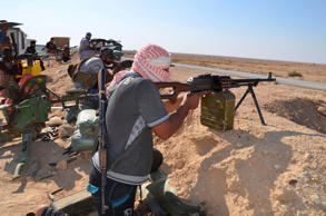 Tribal fighters take part in an intensive security deployment against Islamic State militants in Haditha October 25, 2014.