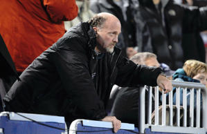 Jim Cramer of CNBC watches an NFL football game between the New York Giants and the Philadelphia Eagles Sunday, Dec. 13, 2009, in East Rutherford, N.J.