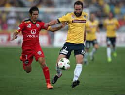 Josh Rose of the Mariners contests the ball with Pablo Sanchez of Adelaide during the round seven A-League match between the Central Coast Mariners and Adelaide United at Central Coast Stadium on November 23, 2014 in Gosford, Australia.