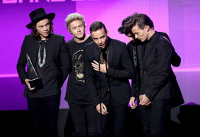 One Direction, winning three awards, dominate the 2014 AMAs.