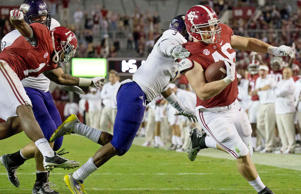 Alabama tight end Michael Nysewander (46) avoids the tackle and runs in for a touchdown during the second half of an NCAA college football game, Saturday, Nov. 22, 2014, in Tuscaloosa, Ala.